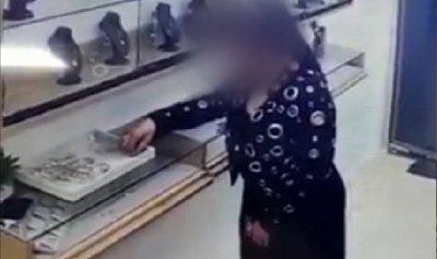 قبض عليها في العقيبة بعد فيديو وثق سرقتها المجوهرات