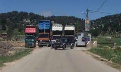 اعتصام لسائقي الشاحنات على طريق الهرمل