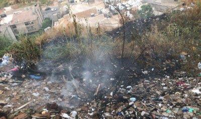 إخماد حريق اعشاب ونفايات في الرويسات