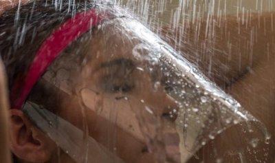 """بالصور: درع لحماية """"الماكياج"""" أثناء الإستحمام!"""