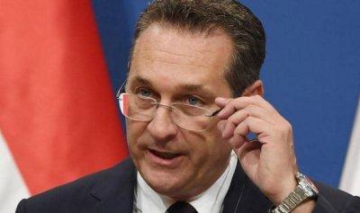 """""""فيديو الفضيحة"""" يجبر نائب المستشار النمساوي على الاستقالة"""