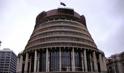 مغتصب يطارد النساء في البرلمان النيوزيلندي!