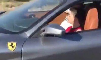 """بالفيديو: إبن الـ9 اعوام يقود """"Ferrari"""" في زحلة"""