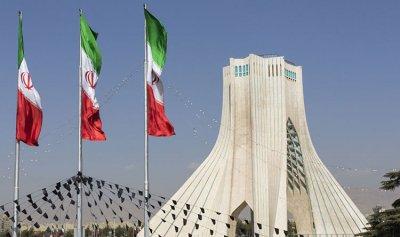 """إيرانيون يشكون """"لصوص"""" الحكومة: العقوبات تنهش عظامنا"""