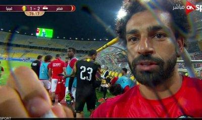 صلاح يوقع على أي شيء في مصر