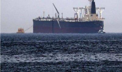 """""""قارب إيراني مفخخ"""" بطريق مدمرة بريطانية"""