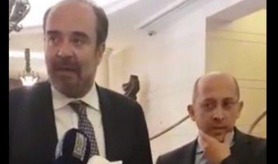 بالفيديو: كيف رد عقيص على هدية آلان عون؟