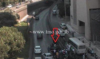بالفيديو: لحظة انقلاب سيارة عند تقاطع سبيرز