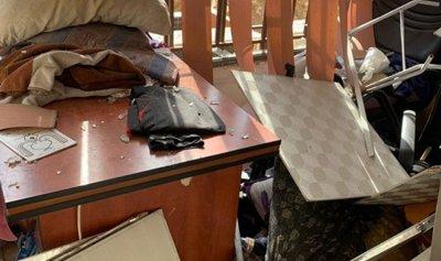 """بالفيديو والصور: الأضرار التي لحقت بالمركز الإعلامي لـ""""الحزب"""""""