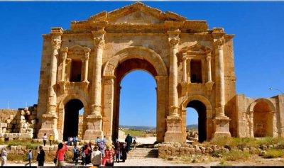 إطلاق نار على حافلة سياحية في الأردن
