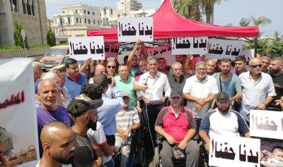 ذوي الاحتياجات الخاصة يقطعون طريق الميناء – طرابلس 