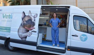 عيادة بيطرية متنقلة تقودها طبيبة لبنانية