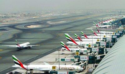 بالفيديو: صناديق ضخمة مملوءة بالدولارات في مطار دبي