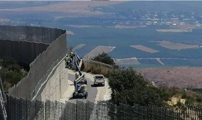 دوريات إسرائيلية تزامناً مع تركيب شبك حديدي على الحدود