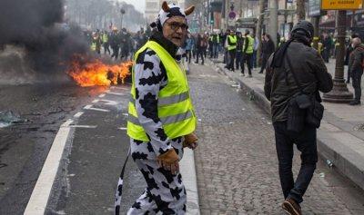 اعتقال 65 شخصاً من السترات الصفراء في باريس