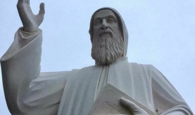 بالفيديو والصور: من حارة صخر إلى فاريا… أكبر تمثال للقديس شربل