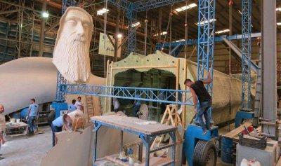 بالصور والفيديو: أكبر تمثال للقديس شربل من جونيه إلى فاريا