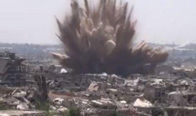 """بالفيديو: لحظات تفجير نفق مفخخ بقوات """"ماهر الأسد"""" في جوبر"""