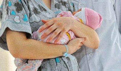 مشفى يحتجز مولودًا ويبتز الأهل بمبلغ هائل!