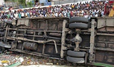 مقتل أكثر من 20 شخصا في انقلاب حافلة شمال الهند