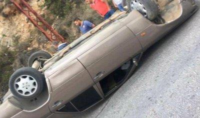بالصورة: إنقلاب سيارة في الضنية