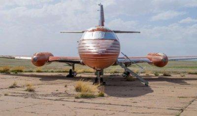 بالصور: طائرة إلفيس بريسلي الخاصة في مزاد علني… وهذه قيمتها!