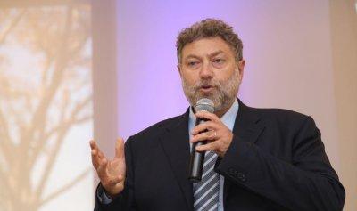 نعمة أفرام خلال حفل تكريمي: الانسان في لبنان وقود للمشاريع السياسية