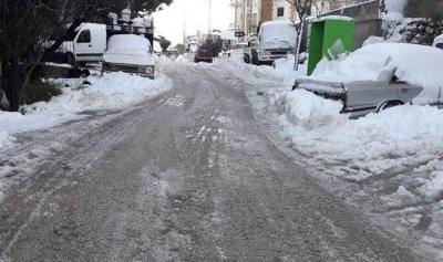 الجليد يغطي الضنية ويقفل مدارس