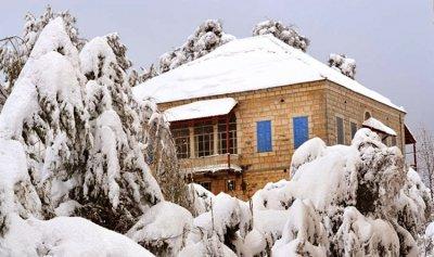 العواصف قادمة… والثلوج تلامس الـ800 متر