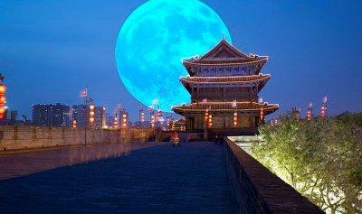القمر بديلًا عن أعمدة الإنارة الليلية