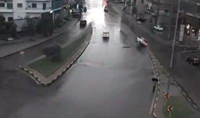 بالفيديو: انزلاق سيارة في الصالومي