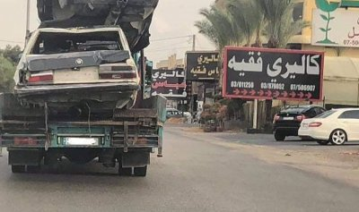 """بالصورة: """"سلّم سيارات"""" في النبطية"""