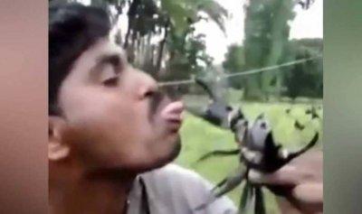 بالفيديو: مزحة ثقيلة كادت تتحول إلى فاجعة