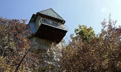 عاش وحيدًا منذ 40 عامًا على قمة صخرة!