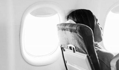 ما سبب البكاء على متن الطائرة؟