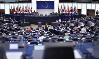 الاتحاد الأوروبي يمدد العقوبات ضد روسيا