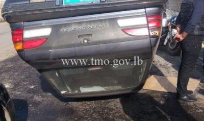 بالصورة: انقلاب سيارة في الذوق