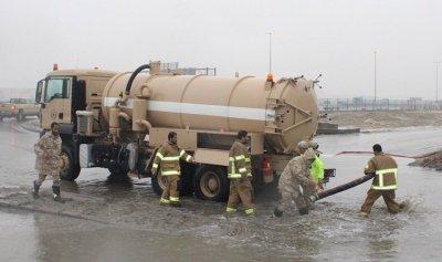 أمطار الكويت تكشف عشرات الألغام والمتفجرات