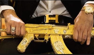 """""""إل تشابو""""… انتهت أيام بندقية الكلاشينكوف المذهبة"""