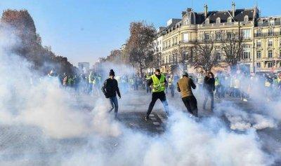 احتجاجات فرنسا تتفاعل… و400 جريح على الأقل