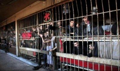 معتقلون سوريون يضربون احتجاجاً على أحكام بالإعدام