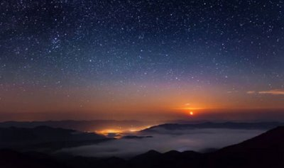 بالفيديو: كرة من النار تضيء سماء تكساس