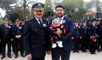 كافأ شرطي لتحريره مخالفة بابنته!