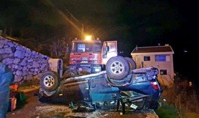 بالصور: جريحتان بتدهور سيارة في حراجل كسروان
