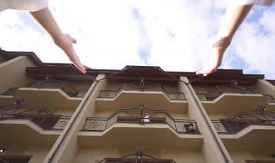 رماها زوجها من الشرفة في بيروت؟