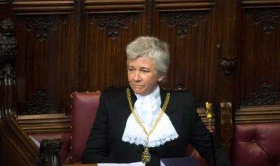 سارة كلارك… أول امرأة في تاريخ بريطانيا تتولى هذا المنصب