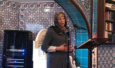 تيريزا ماي تتحجب في فرصة للتعرف على دين السلام