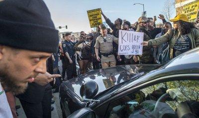 بالفيديو: احتجاجات في كاليفورنيا على خلفية قتل الشرطة لشاب أسود