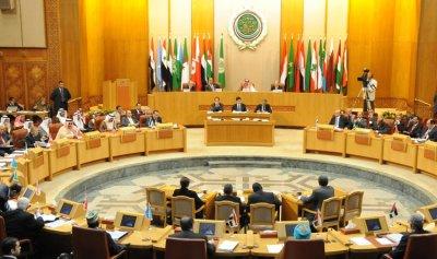 جمعة تسلم جائزة شكر وتقدير من جامعة الدول العربية