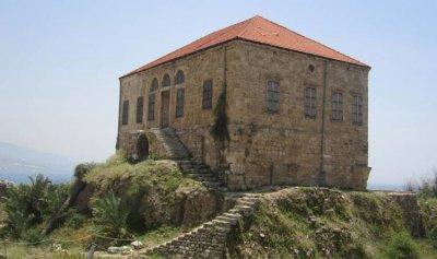 الحياة تعود إلى منزل القرميد في جبيل بعد 100 عام من العزلة